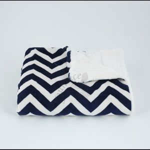Tourance chevron baby blanket in navy and ivory